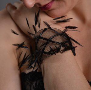 Armband, schwarzgefärbter Hahn